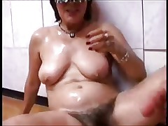 Mature enjoys a creampie