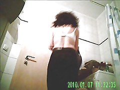 Bathroom Queen's Mother(?) Hidden Shower Voyeur Video